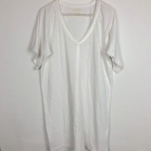 LILLY PULITZER | White V-neck Long Shirt